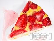 Бърза, лесна и вкусна ягодова пита (кекс) с извара, грис и кисело мляко